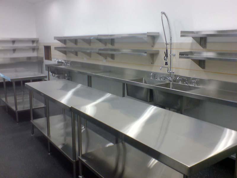 Meja Dapur Panjang Stainless Steel 6 Kaki Untuk Restoran Pt Bumi Mataritama