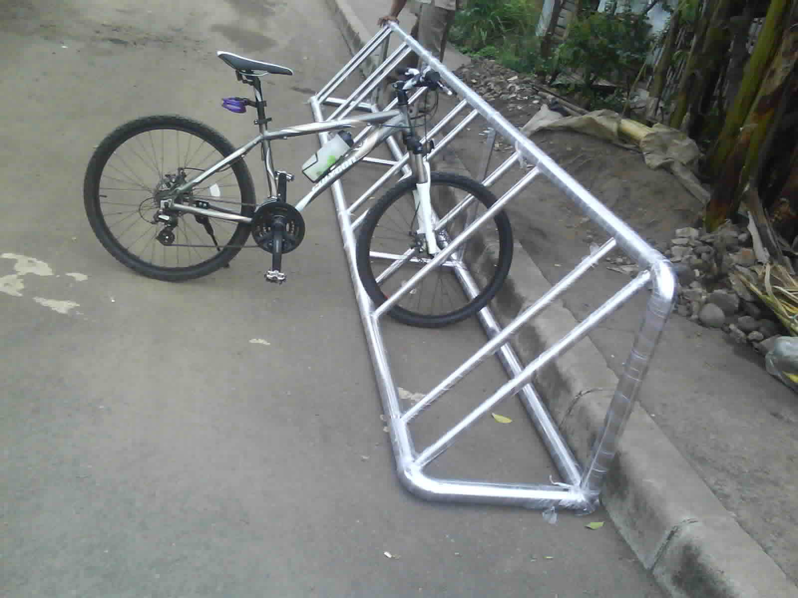 https://www.bumata.co.id/product/parkir-sepeda-stainless-bicycle-parking-rack/