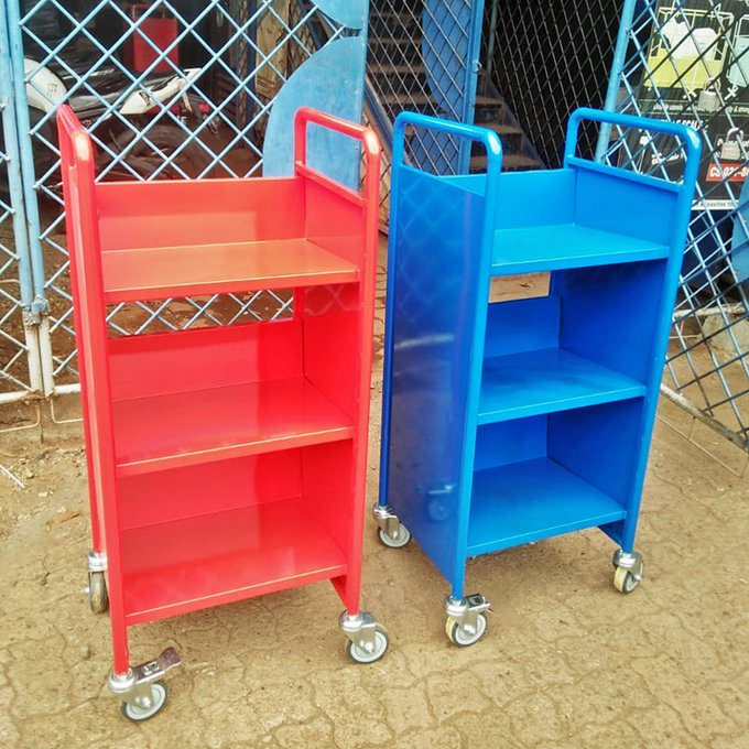 Trolley rak buku perpiustakaan pesanan British School Jakarta.